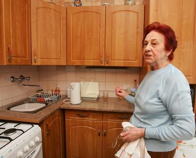 - Nie spodziewałam się, że realizując swoje marzenie o nowej kuchni tak długo będę czekała, aż się ono spełni - mówi Janina Kosydor. - Jestem zadowolona, że wreszcie przyszedł koniec kłopotów i z tak miłym zakończeniem.