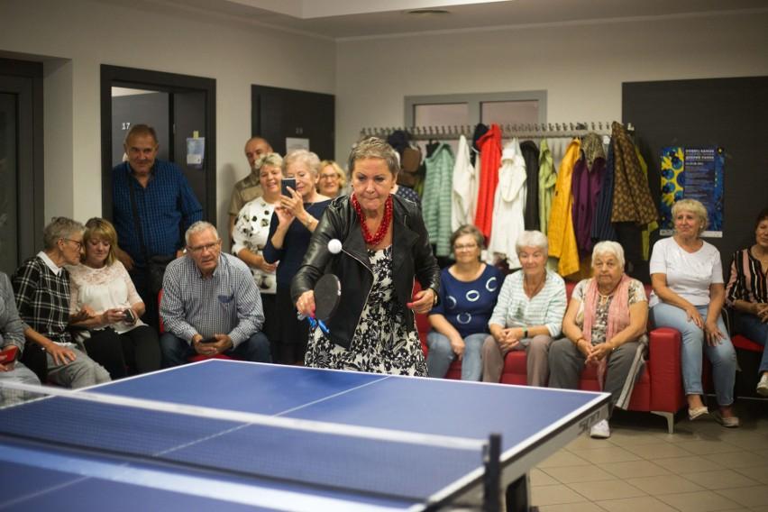 Seniorzy świętowali zakup stołu do tenisa stołowego [ZDJĘCIA]
