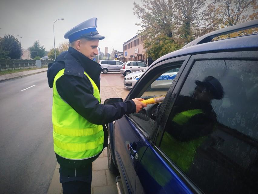 Po godz. 5, na Alei Kardynała Wyszyńskiego w Augustowie, policjanci zatrzymali do kontroli hyundaia. Po sprawdzeniu trzeźwości 58-letniego kierowcy, okazało się, że miał on blisko promil alkoholu w organizmie.