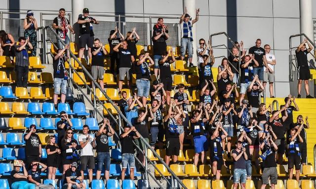 W zaległym meczu grupy mistrzowskiej IV ligi Zawisza Bydgoszcz pokonał Lidera Włocławek 5:1. Aby zobaczyć zdjęcia kibiców oraz z meczu prosimy przesuwać palcem po ekranie smartfonu lub strzałkami w komputerze>>>