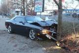 Zobacz, jak pracownik automyjni rozbija auto za 160 tysięcy złotych [FILM]