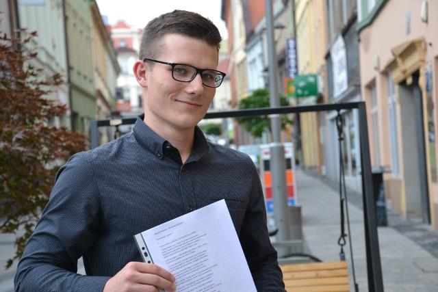 Krzysztof Pławecki postanowił dla swojej młodszej siostry napisać książkę z niezwykłą historią