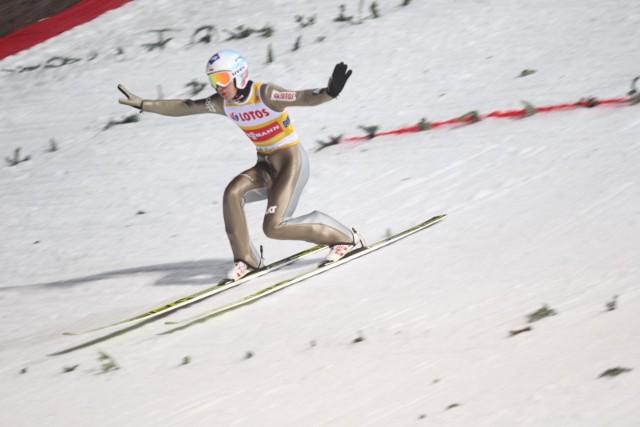 Kamil Stoch zdeklasował rywali w drugiej serii i zwyciężył w pierwszym konkursie Turnieju Czterech Skoczni w Oberstdorfie