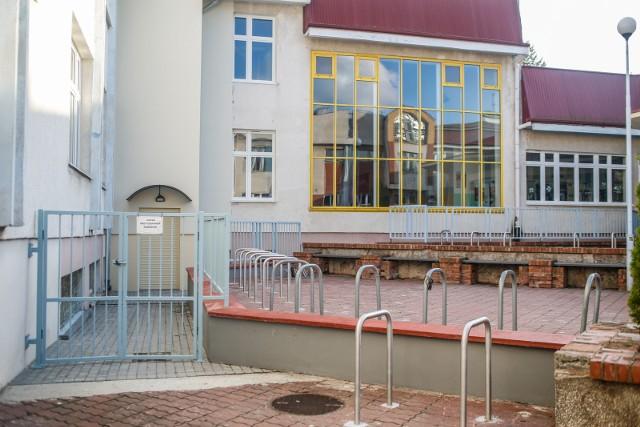 """Do oszustwa """"na policjanta"""" doszło w okolicach Szkoły Podstawowej nr 8 na gdańskim Chełmie"""