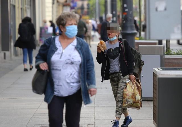 W weekend stwierdzono rekordową liczbę nowych zakażeń koronawirusem- łącznie ponad 18 tysięcy.
