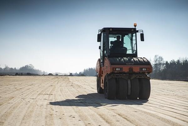 Kontraktowy termin zakończenia budowy pierwszego odcinka zachodniej obwodnicy Łodzi S14 to koniec grudnia 2021 r. Wykonawca ukończył już ponad 60 proc. tej części inwestycji.CZYTAJ DALEJ >>>..