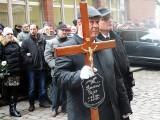 Wielki kondukt żałobny prezydenta Stargardu Sławomira Pajora wyruszył z Rynku Staromiejskiego[wideo]