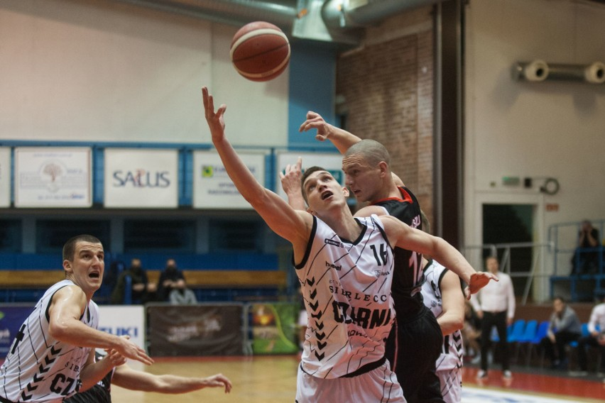 Pewna wygrana koszykarzy ze Słupska. Sierleccy Czarni - WKK Wrocław 89:76 [ZDJĘCIA]