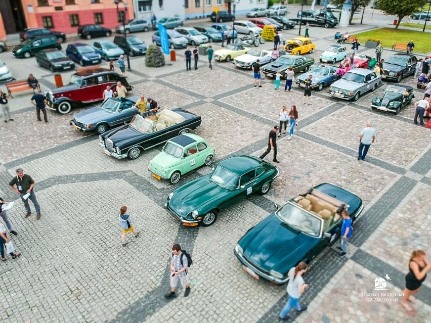 Dziś zabytkowe auta można było zobaczyć na rynku w...