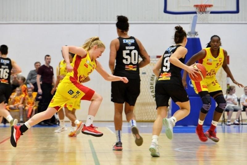 Koszykówka. Ślęza - Ostrovia 68:44, Pszczółka - CCC 54:66