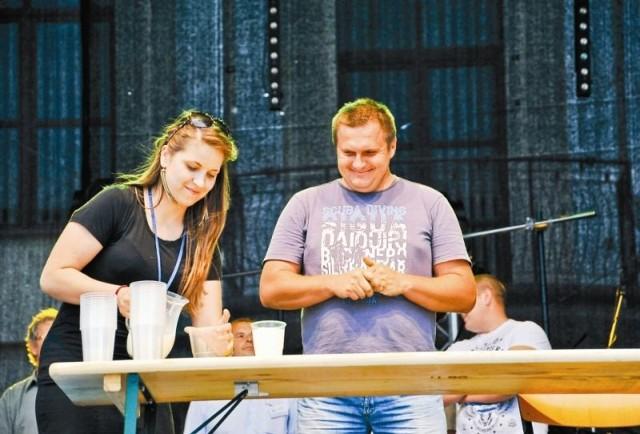 Co roku wiele emocji wzbudzają Mistrzostwa w piciu mleka. W tym roku najlepszy w tej konkurencji okazał się Andrzej Socha.