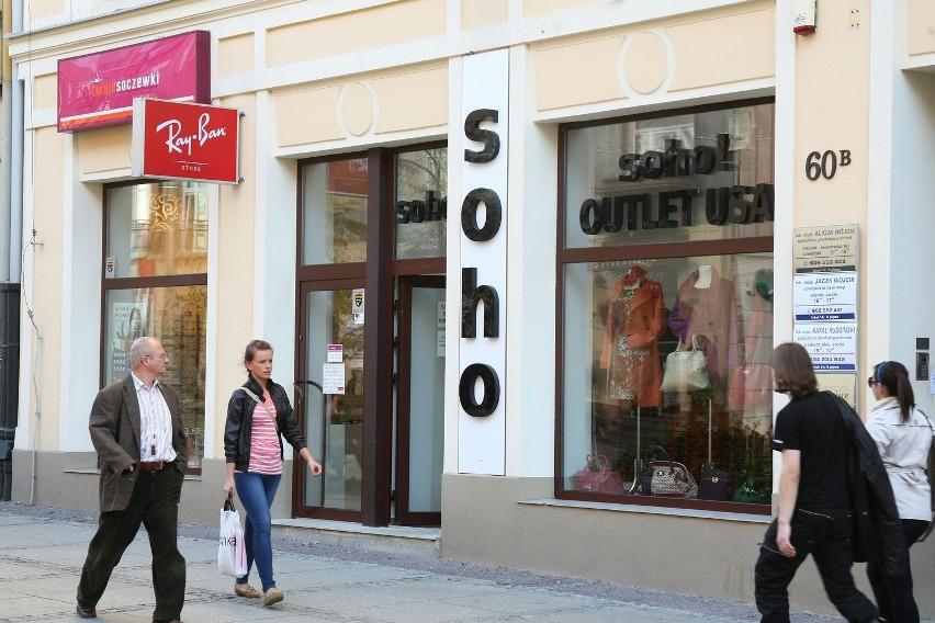 Nowy outlet z ubraniami i dodatkami dla pań otwarty został przy ulicy Sienkiewicza w Kielcach.
