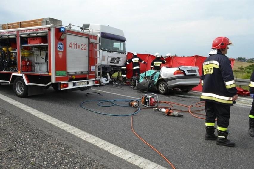Tragiczny wypadek koło Chojnic. Nie żyją trzy osoby [WIDEO,ZDJĘCIA]