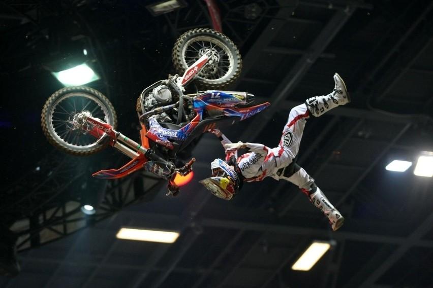Takie akrobacje oglądali widzowie Diverse Night of the Jumps...