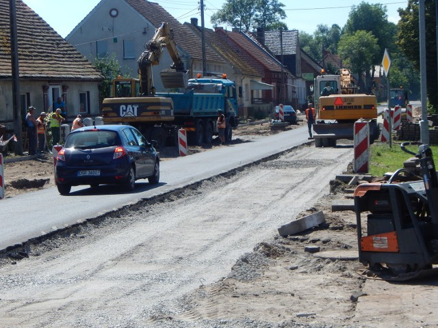 Według umowy przebudowa drogi w Radnicy ma zostać wykonana do 31 sierpnia 2017 roku.