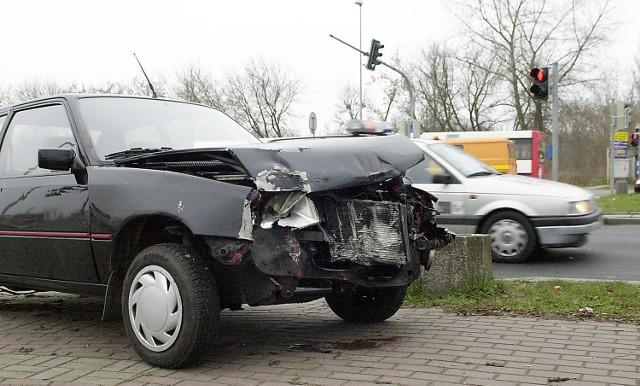 - W 2004 roku Polacy sprowadzili z zachodniej Europy 812 tysięcy samochodów