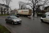 Kłopotliwe skrzyżowanie na wjeździe do Wrocławia. Mieszkańcy chcieli ronda, miasto zadecydowało inaczej