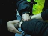 Opole: dwójka mężczyzn zatrzymana za grożenie kobiecie pistoletem