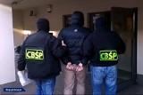 Rozbito grupę przestępczą, która zajmowała się wyłudzaniem pozyczek ze środków unijnych. W akcji wzięło udział 300 policjantów! [ZDJĘCIA]