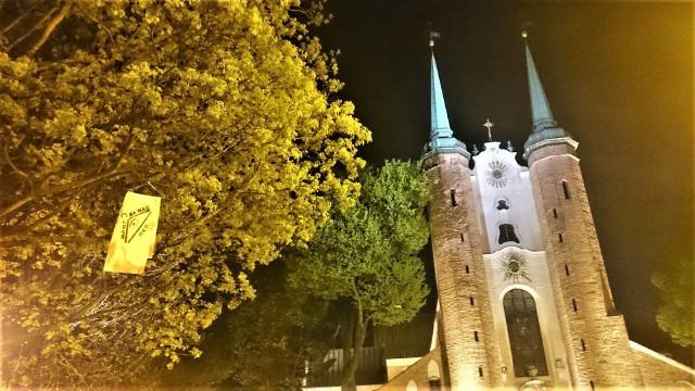 """Przed kilkoma gdańskimi świątyniami pojawiły się wieszaki oraz banery z hasłami """"Za mało pokory"""", """"Katolitaryzm stop!"""" czy """"Gdzie zgubiliście Boga, księża?"""""""