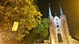 """Akcja kobiet w gdańskich kościołach. Grupa """"Wolne Polki"""" protestuje przeciwko mszy dla ONR. Banery i wieszaki na świątyniach [zdjęcia]"""