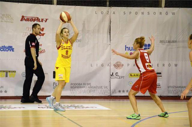 Z piłką Agnieszka Śnieżek (zdjęcie ilustracyjne)