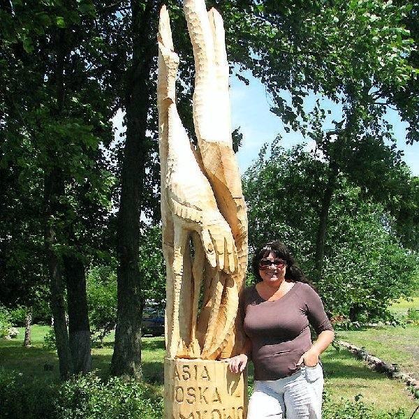 Na razie w wiosce - na początku i na końcu  stanęły rzeźby ptaków. W planach jest  ustawienie ich przy każdej chałupie.  Stowarzyszeniu marzy się też muzeum ptaka na  wolnym powietrzu.