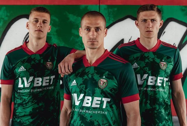 Koszulki Śląska Wrocław na sezon 2021/2022 zadebiutują już w niedzielnym meczu ze Stalą Mielec