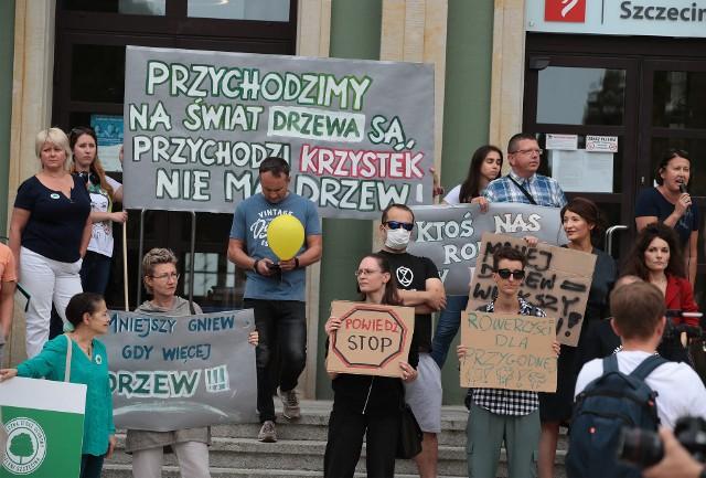 Protest został zorganizowany przed Urzędem Miasta na pl. Armii Krajowej.