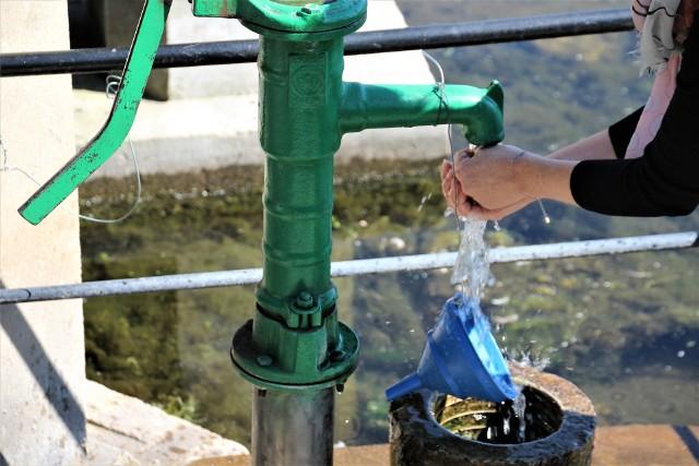Woda ze źródła w Radecznicy