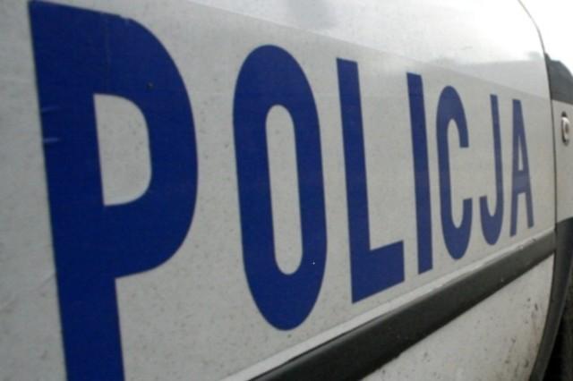 Szukaniem sprawców zajmują się kryminalni z komisariatu w Ozimku.