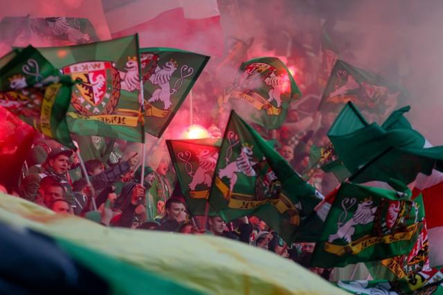 """Przedstawiamy jedne z najlepszych, najbardziej efektowne i pamiętne w ostatnich latach oprawy kibiców Śląska Wrocław. Większość z nich to oprawy na Stadionie Wrocław, ale są też """"rodzynki"""" z Oporowskiej i wyjazdów."""