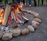 W tych miejscach nie można rozpalać ogniska - czasem nawet na własnej działce. Gdzie nie wolno palić ognisk?