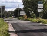 Absurd drogowy na Niemodlińskiej w Żerkowicach. Dwa odcinki nowej drogi oddziela kilkadziesiąt metrów zniszczonej nawierzchni