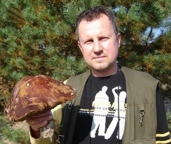 Tego Kozaka babke znalazlem za Nowogrodem Bobrz. Warzyl równo 1 kg i mial średnice kapelusza 29 cm.