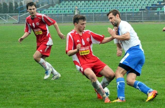 Kamil Wójcik (w środku) jest nowym nabytkiem Jawiszowic.
