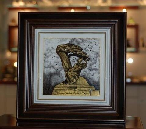 Taki obraz na porcelanie dostał Michel Platini z ćmielowskiej Fabryki Porcealny AS