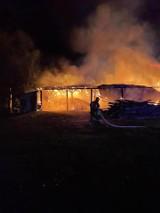 Nocny pożar gospodarstwa. 200 tysięcy strat (ZDJĘCIA)