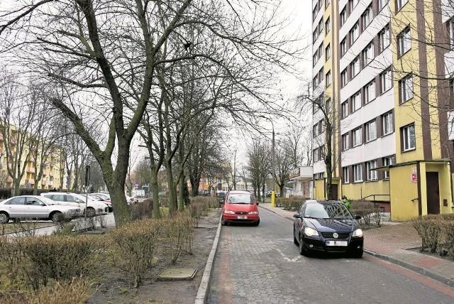 Dodatkowe miejsca postojowe pojawią się m.in. przy ul. Broniewskiego, tuż przy wieżowcach. Inwestycję będą wspólnie prowadzić miasto i BSM.