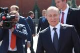 Władimir Putin chwali się i poleca światu rosyjską szczepionkę przeciwko Covid-19, ale sam się nie zaszczepił