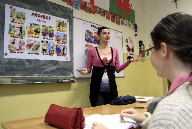 Nauczycieli czekają spore zmiany. W planach jest m.in. wydłużenie im awansu zawodowego i zmiany w Karcie Nauczyciela. Są też dobre informacje. Rządzący obiecują, że w szkołach będą podwyżki