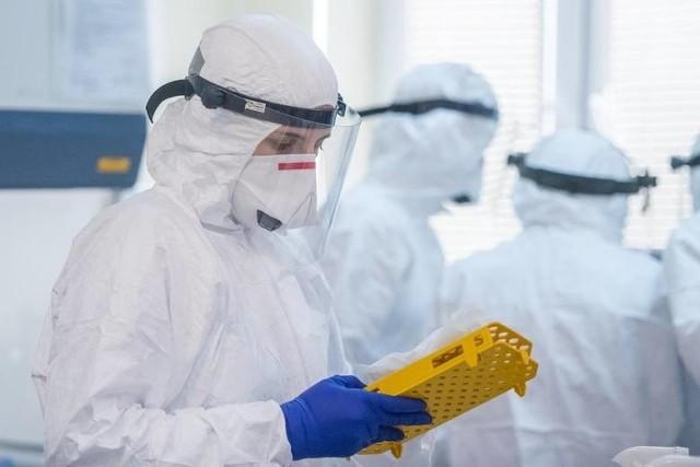 Prezydent Jacek Jaśkowiak rozmawiał z dyrektorem szpitala Strusia o zwiększeniu testowania personelu tej placówki. Laboratorium przy Szwajcarskiej nastawione jest głównie na robienie testów pacjentów. Być może medycy ze szpitala Strusia będą mieli wykonywane testy w laboratorium Uniwersytetu Medycznego
