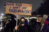 Protest kobiet w Łodzi. Protest pod siedzibą PiS na Piotrkowskiej przerodził się w marsz ulicami miasta ZDJĘCIA
