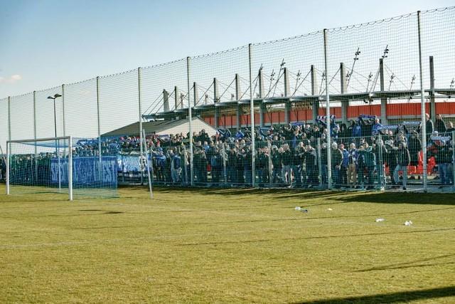 8.03.2020. Mecz III ligi Zagłębie II Lubin - Ruch Chorzów odbył się na bocznym boisku obok głównej areny Zagłębia.