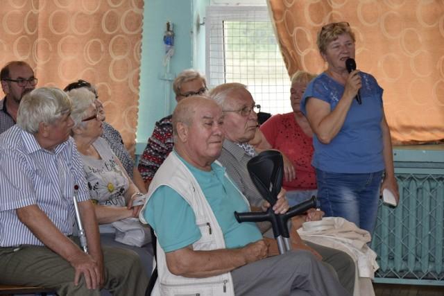 We wtorek, 3 lipca prezydent Krzysztof Jażdżyk spotkał się z mieszkańcami osiedla Rawka. Przekazał im informacje na temat stanu bezpieczeństwa na osiedlu po wykryciu w składowisku śmieci groźnych materiałów wybuchowych. Zapewnił, że w tej chwili zagrożenie zostało już wyeliminowane, a niebezpieczne materiały usunięte.