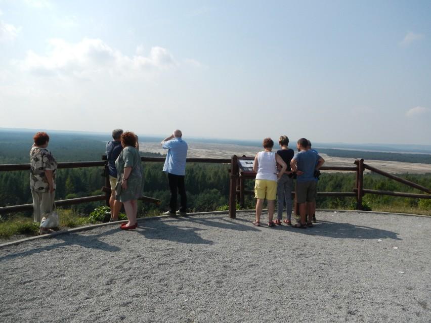 Na wzgórzu Czubatka urządzono doskonały punkt widokowy. W...
