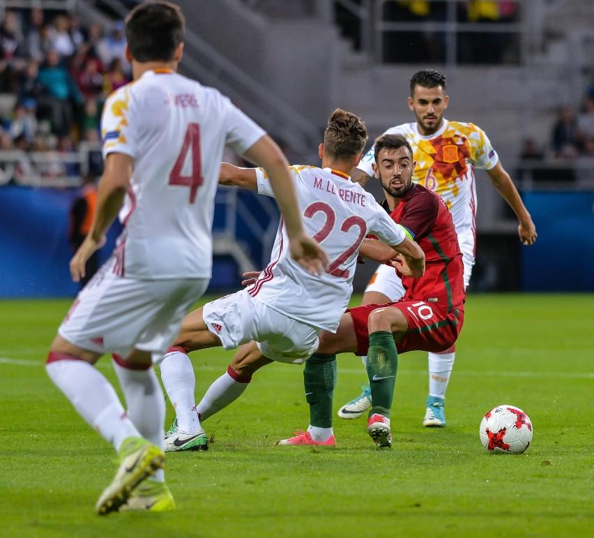 Bruno Fernandes (nr 10) podczas meczu Portugalia - Hiszpania...