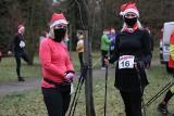 V Chrzanowski Cross Świętego Mikołaja. Kilkadziesiąt osób wzięło udział w zawodach nordic walking [ZDJĘCIA]