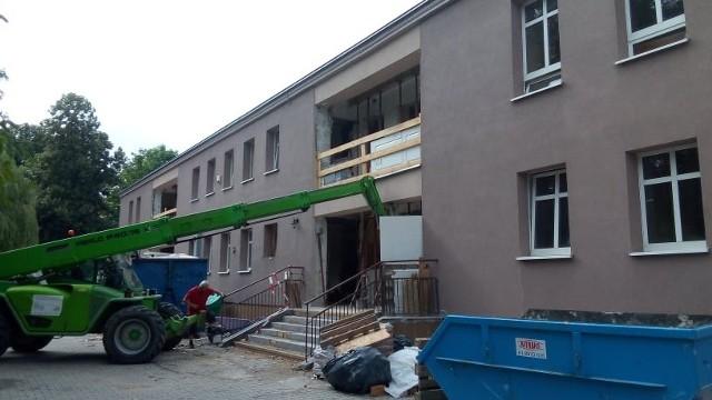 Siedziba MOPR jest remontowana i modernizowana, docelowo zyska tez nowy budynek.