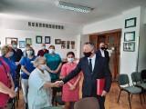 Wojewoda świętokrzyski w szpitalu w Ostrowcu. Dziękował za walkę z koronawirusem (ZDJĘCIA)